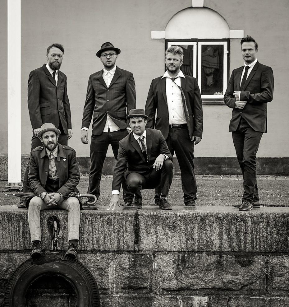"""Babylove & The Van Dangos: guerreiros dinamarqueses do ska lançam novo vídeo """"Soldiering On"""""""