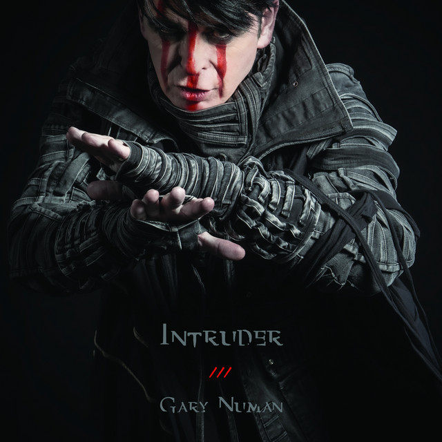 "Gary Numan lança vídeo de novo single, assista ""Intruder"""