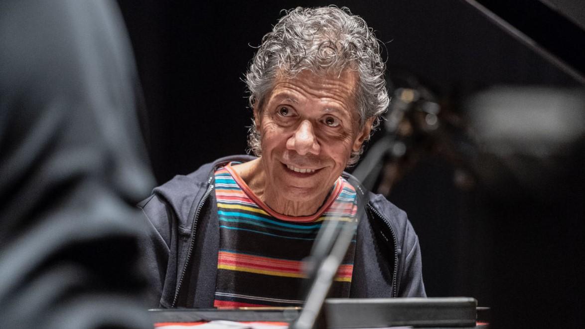Morre Chick Corea, lendário pianista de jazz, aos 79 anos