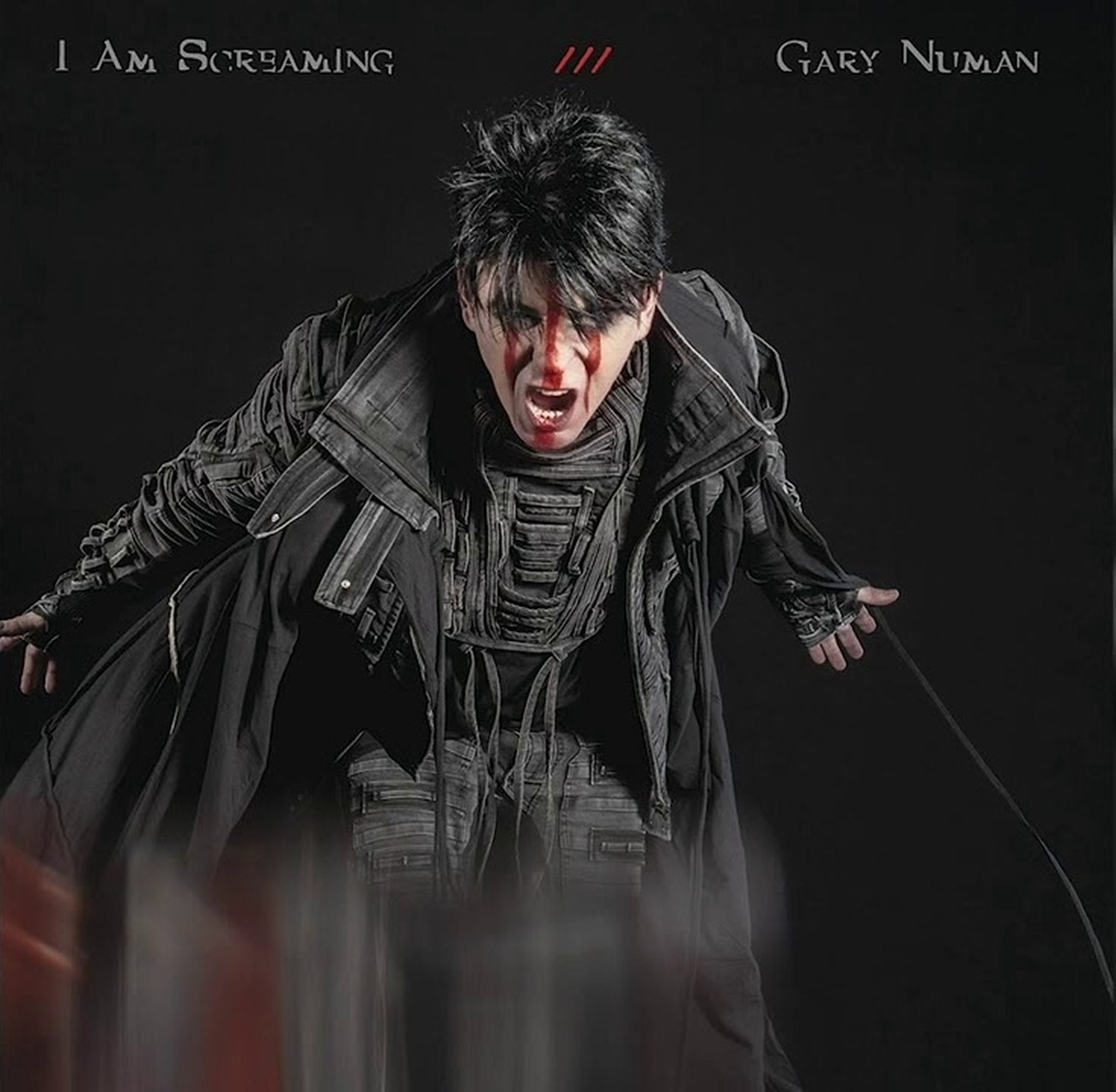 "Gary Numan libera mais um single de aguardado álbum, ouça ""I Am Screaming"""