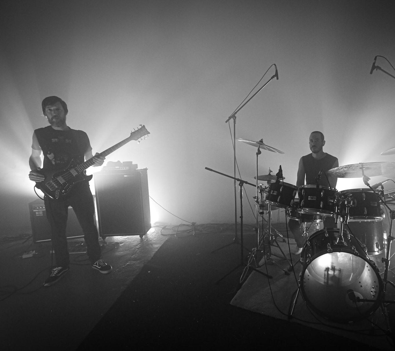 "Zombi: projeto space rock/progressive electronic anuncia novo EP e libera a faixa ""Black Forest"""