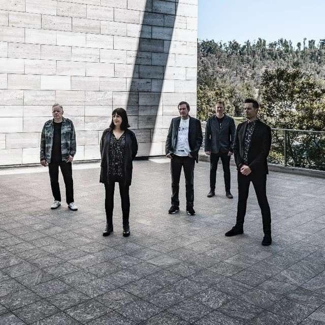 "New Order compartilha 1º vídeo de próximo registro ao vivo, assista ""The Perfect Kiss"""