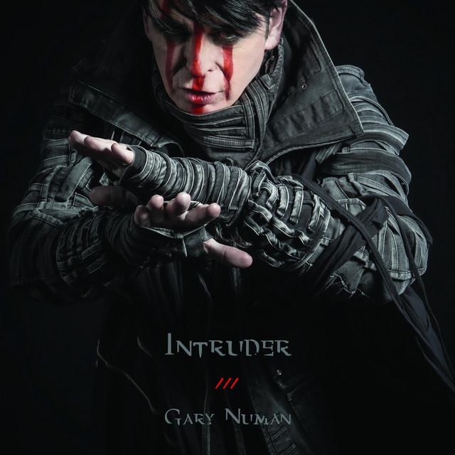 "Gary Numan lança vídeo de novo single, assista ""Intruder"""