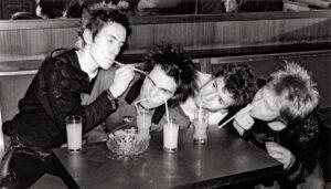 """Sex Pistols ganhará minissérie assinada pelo diretor Danny Boyle, de """"Trainspotting"""""""
