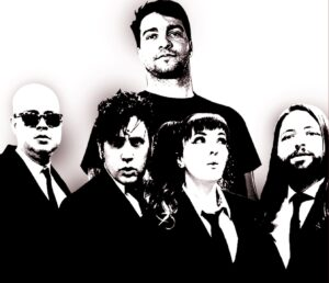 """Autoramas e Rodrigo Lima (Dead Fish) jogam excrementos de volta no ventilador no single """"A Cara do Brasil"""""""