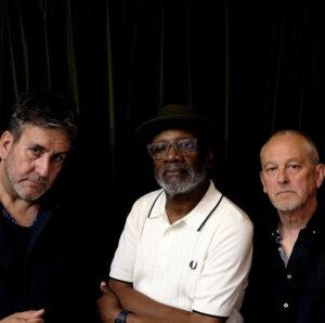 """The Specials dá palinha de álbum de covers com """"Freedom Highway"""", dos Staple Singers"""