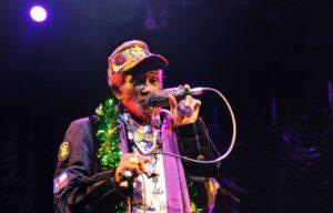 Morre Lee 'Scratch' Perry, lenda jamaicana do dub e reggae, aos 85 anos