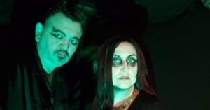 "Death Rock no Alasca: duo Cliff & Ivy lança novo EP ""Bring Us The Night"""