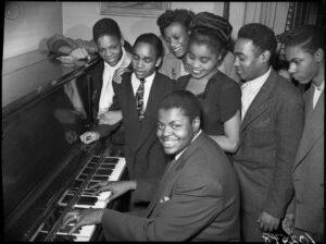 """Ícone do jazz ganha documentário, assista o trailer de """"Oscar Peterson: Black + White"""""""
