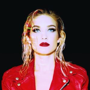 """NINA: artista synthwave solta a voz na  balada """"Gold Heart"""""""